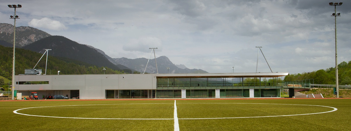 Trainingsfeld mit Hauptgebäude - Athletic Area Schladming