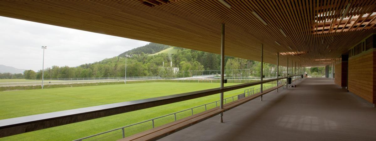 Tribüne mit Hauptspielfeld - Athletic Area Schladming