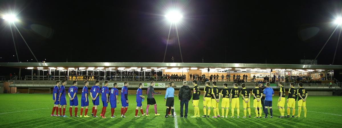 Hauptspielfeld mit Flutlicht - Athletic Area Schladming